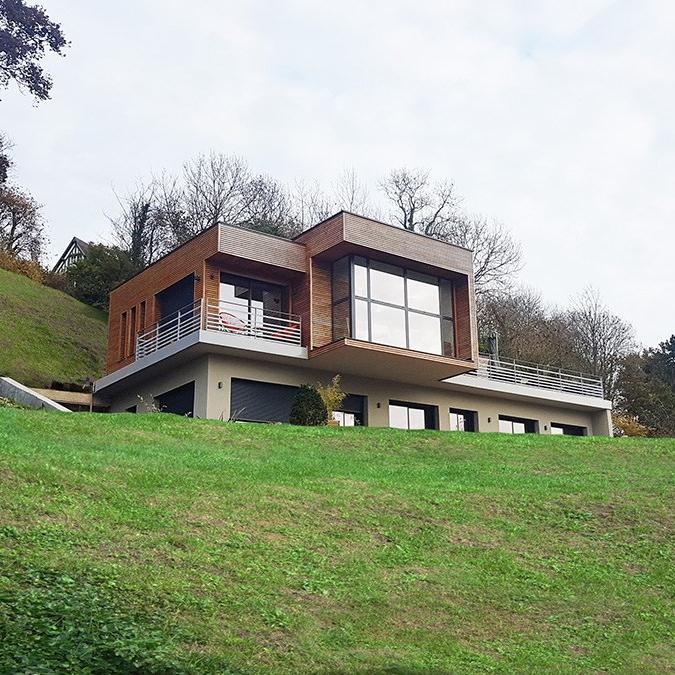branellec-bataille-architecte-maison-contemporaine-construction-béton-bardage bois-porte à faux-trouville-sur-mer